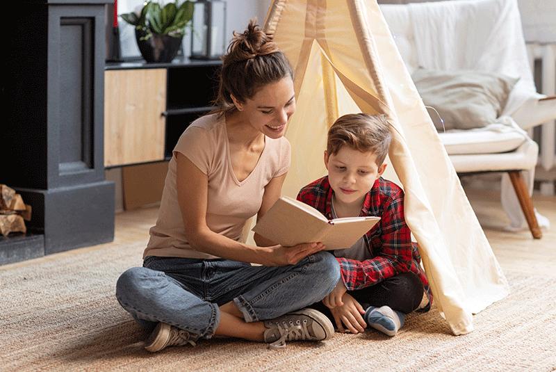 Garde partagée la nounou se déplace chez l'un ou l'autre parents pour s'occuper des enfants