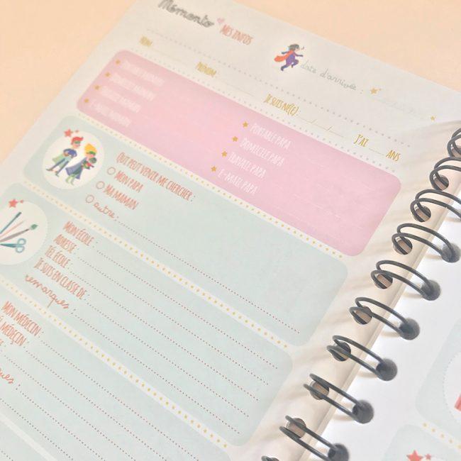 L'agenda perpétuel périscolaire pour l'accueil de 2 enfants informations sur l'enfant accueilli, coordonnées école, parents, médecin
