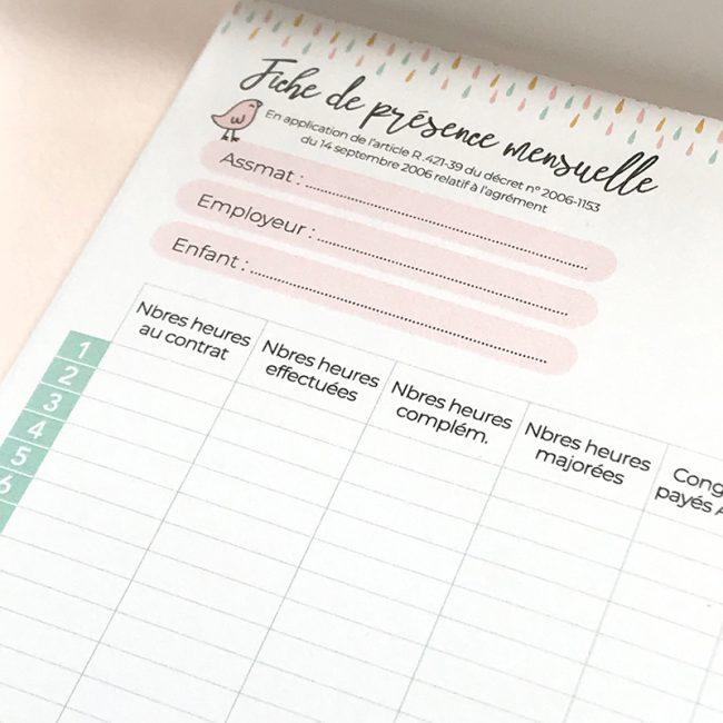bloc-note, mémo fiches de présences mensuelles pour assmat à compléter chaque mois, informations assmat, parent-employeur, nom de l'enfant, heures contrat, heures effectuées